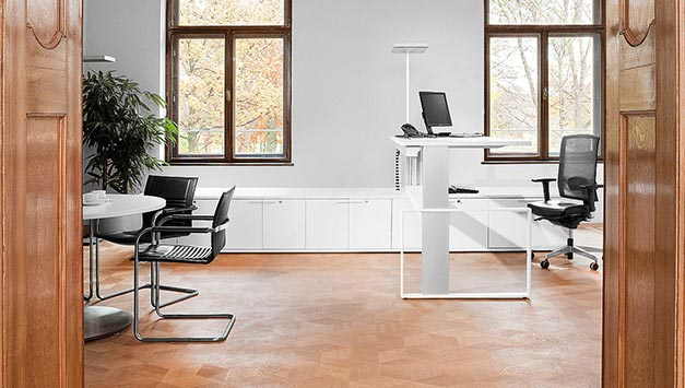 Höhenverstellbare Schreibtische & Stehpulte