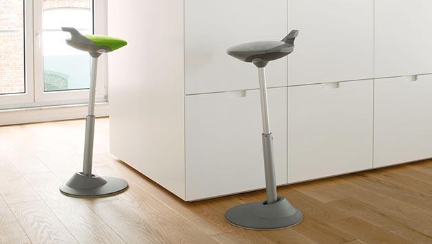 h henverstellbarer schreibtisch steh sitz sitz art l beck. Black Bedroom Furniture Sets. Home Design Ideas