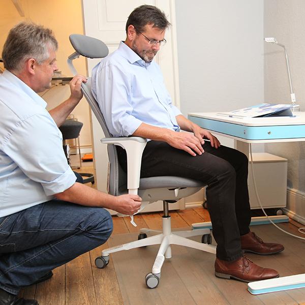 Sitz-art-Luebeck-hoehenverstellbarer-Schreibtisch-Moll-T7-Beratung